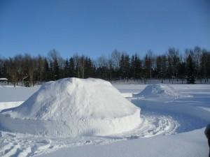 雪山つくってます