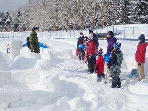 「雪のおうちイグルーを作ろう」を開催しました。